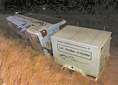 10-02-2008 - France - Un autocar de chez Artésiens circulant dans le sens Metz Paris - A4 - à Vaudemanges sort de l'autoroute et culbute en contre bas, 14 blessés