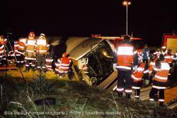 14-11-2004 - France - Accident d'un autocar Belge de Modern Car sur l' aut A10 en France au sud d' Orléans, 2 morts et plusieurs blessés graves.