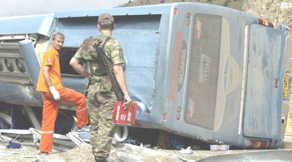 30-03-2012 - Turquie - Un autocar quitte la route et se retourne - bilan: 4 morts et 24 blessés