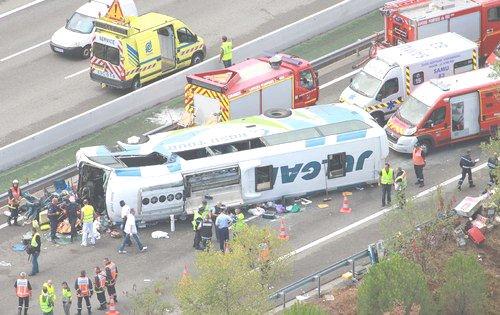 Enquête - France - Belgique - Accident du car Roumain Irizar sur l' aut A8 à Vidauban - Accident du car Belge de Bruxelles sur l' aut A10 effectuant le transport pour le Maroc