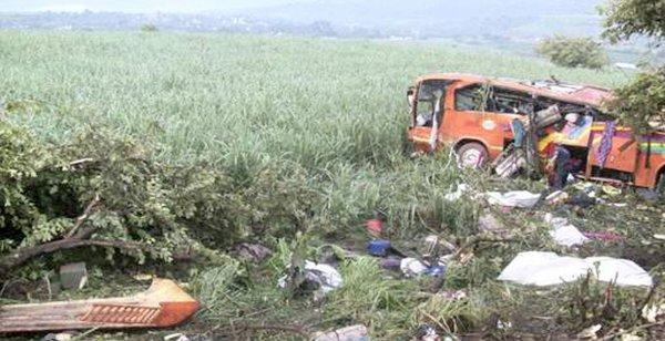 20-07-2012 - Mexique - Un autocar quitte la route et tombe dans un ravin , 26 morts et 18 blessés graves.