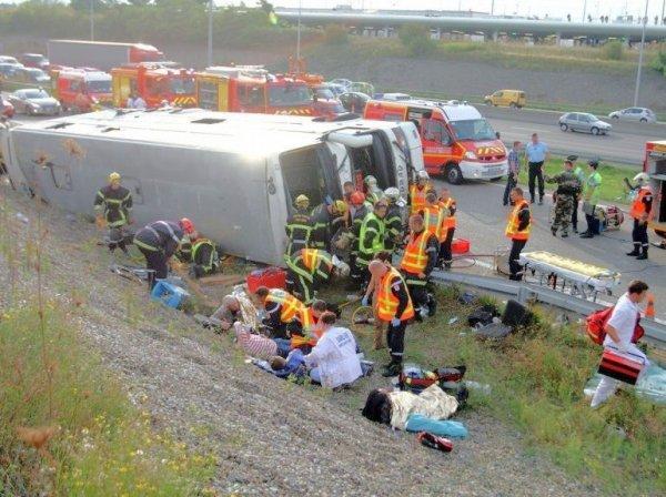 11-09-2012 - France - Mulhouse - Un autocar Polonais de chez Albatros s'engage trop tard à Sausheim (Mulhouse ) Haut-Rhin,sur la bretelle d'autoroute et se retourne - 2 morts et 13 blessés graves.