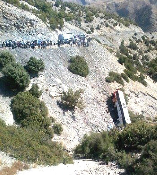 14-09-2012 - Un autocar quitte la route et se retrouve dans le ravin près de Taza - 32-blesses-