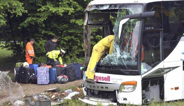 Slovénie - Un autocar Allemand quitte la route à Kranj - 27 enfants blessés dont 3 graves.