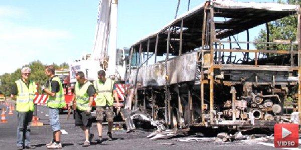 22-06-2012 - France - Gard - Autocar en Feu - 39 enfants évacués d'un bus en feu près de Bernis (Gard) sur l'autoroute A9.