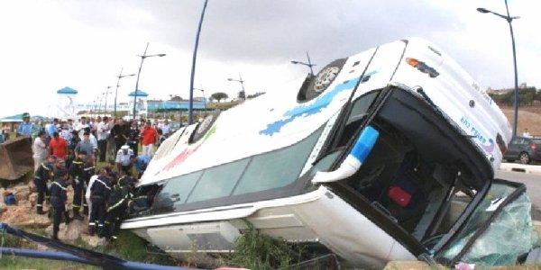 04-09-2012 - Maroc - Grave accident Autocar - Route national entre Marrakech et Ouarzazate, un autocar chute dans un ravin de 150 m. Le bilan provisoire de l'accident est lourd : 42 morts et 24 blessés dont quatre grièvement atteints.