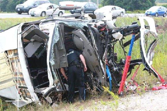 22-08-2010 - Canada - Québec - Accident d'autocar en Ontario: un mort, 12 blessés