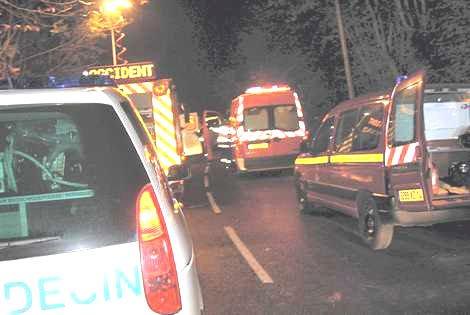 09-11-2012 - Un car immatriculé dans l'Eure, et transportant six jeunes au CFA du Val-de-Rueil, s'est retrouvé au fossé à Bonneville-la-Louvet (Calvados).