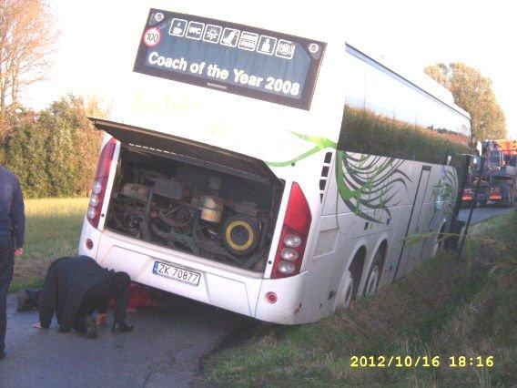16-10-2012 - Belgique - Flandre - Un autocar venant de Pologne se retrouve au fossé à Geluwe