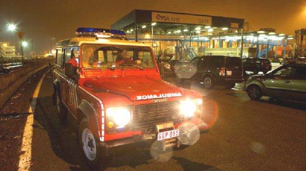 20-12-2012 - Belgique - Zeebrugge - Un mini bus tombe à l'eau - 5 victimes, 3 Bulgares et 2 Roumains ont été noyées. Le survivant a disparu après avoir été soigné sur place.
