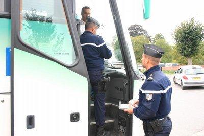 """23-10-2012 - France - Pau : une sanction """"exemplaire"""" pour le chauffeur du bus qui a percuté la banque."""