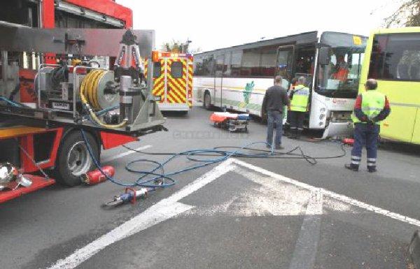 26-10-2012 - Angoulème - Accident de Bus - Deux Autobus Véolia se percutent - une personne blessée