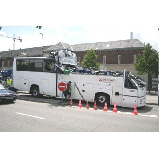05-02-2010 - France - Rouen - Accident de car Véolia à Rouen : une dizaine d'enfants blessés sous le pont.