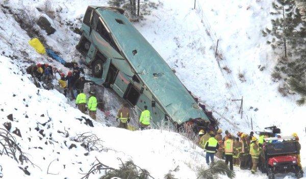 01-01-2013 - Canada - Tragique accident de car sur une route glissante - 9 morts sur l'autoroute 84 dans l' Oregon - USA