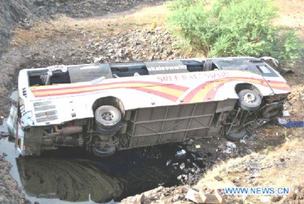 16-06-2012 -  Inde - Trente-deux morts dans un accident de la route en Inde
