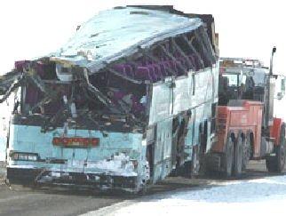 18-01-2013 - Québec - Accident entre un Autocar sur la route 132 à Grosses-Roches et un camion dont son chauffeur a perdu le contrôle de son véhicule.