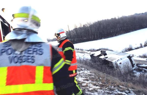 27-01-2013 - France - Vosges - Un autocar Belge de Coachpartners à Essene transportant 42 personnes de Bruxelles fait une sortie de route sur la RN 57, à hauteur de Vincey. Cinq blessés légers sont à déplorer.