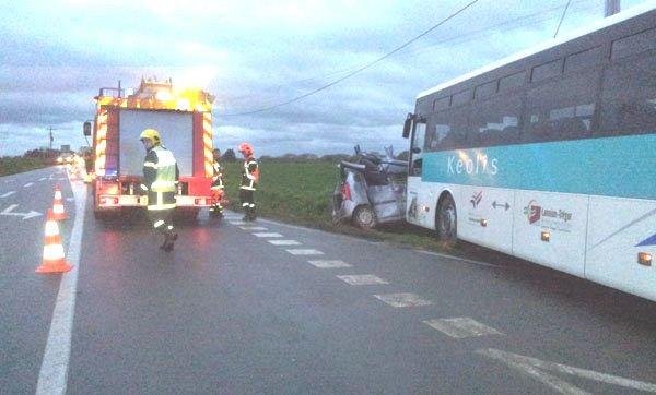 08-02-2013 - France - Bretagne - Lannion (22) - Deux blessés graves dans une collision entre un car et une voiture.