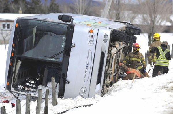 20-03-2013 - Québec - Accident du 03-03-2012 - Enquête sur reconstitution en collision de la Sûreté du Québec. Etude Nationale ou Provinciale sur la pertinence du port ou non de la ceinture de sécurité dans les autocars.