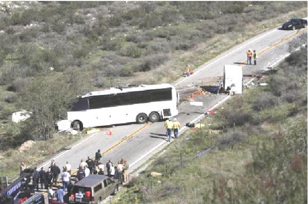 04-02-2013 - Grave Accident - Un autocar de touristes Mexicains aurait subi un problème Technique dans la forêt de San Bernardino sur la route 38 en Californie - 8 victimes et 30 blessés.