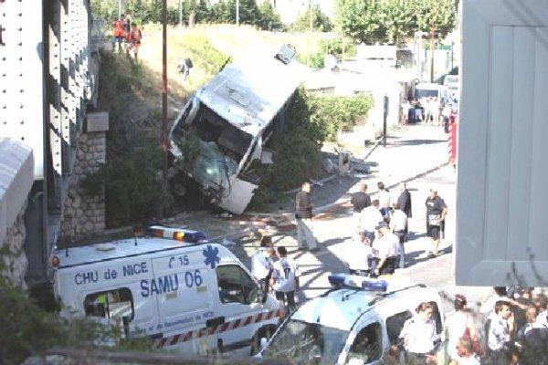 25-07-2009 - Nice - Accident autocar - Les freins auraient lâché