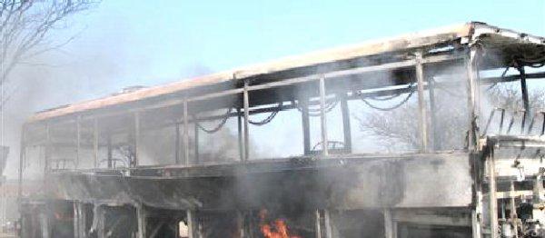 19-04-2013 - France - Un bus TER parti en fumée au col de l'Escrinet - LE CHAUFFEUR ET LES PASSAGERS SONT SAINS ET SAUFS