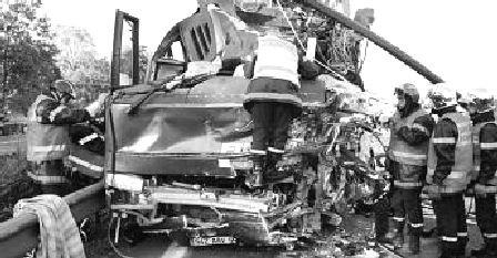 17-08-1986 - Belgique - STAVELOT - Un autocar de la des Voyages De Wimpel à Diest sans freins dans la descente de la Haute Levée à Stavelot - 8 morts, 42 blessés dont 14 blessés graves.