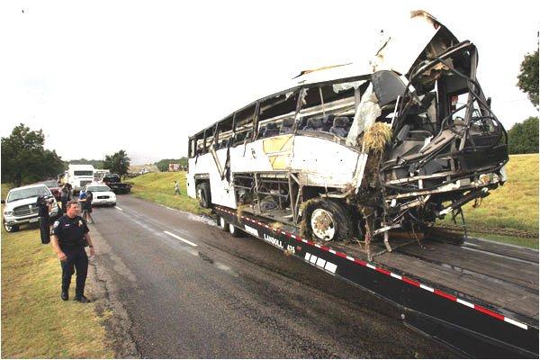 09-08-2008 - Texas - Grave accident d'un autocar suite a une sortie de route - Autocar culbuté - 13 morts.