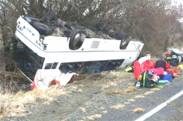 10-07-2009 - Accident Grave Autocar - The scene of the fatal bus crash on State Highway 94, on the Te Anau Milford.