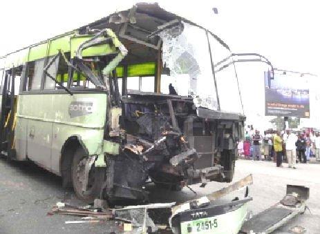 18-10-2012 - Tunisie - Meknassi - Plus de vingt blessés dans une collision entre un bus et un tracteur à Meknassi