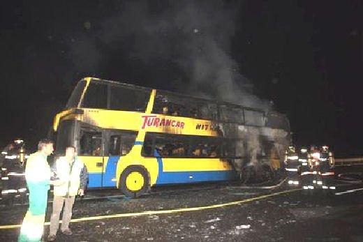 24-04-2011 - France - Taissy - Un drame a été évité de justesse sur l'A4 à hauteur de Taissy ou un autocar à deux étages avec 66 passagers Slovaque à son bord à brutalement pris feu.