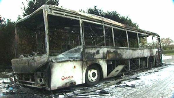 14-11-2012 - France - Finistère - Lopérec - Un autocar transportant des enfant prend feu sur la route à Guilers.