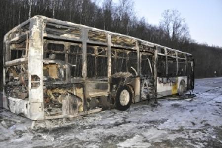 28-01-2012 -  Un bus de la société De Lijn ravagé par le feu entre Eben et Loën…