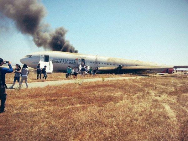 06-07-2013 - San Francisco - Crash d'un Boeing 777 d' Asiana Airlines (HL-7742) à l'aéroport de San Francisco: 2 morts et 182 blessés, une troisième personne est décédée des suite de l'accident.