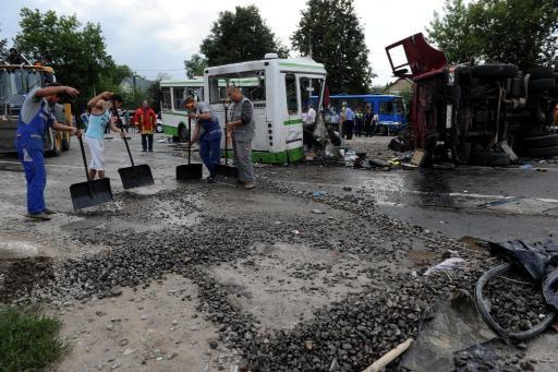 13-07-2013 - Russie - Un grave accident d'autocar fait 18 morts, le camion refuse la priorité à l'autocar.
