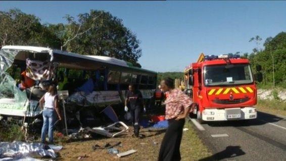 17-07-2013 - Guyane - Grave accident entre un autocar transportant des jeunes de Paris et un camion, une jeune étudiante de Paris blessée mortellement - JMJ en Guyane - Rio de Janeiro - Brésil