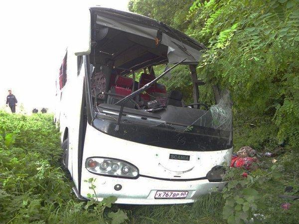 07-07-2012 - Russie - Ukraine - Chauffeur de cars fantôme - 15 Russes sont morts et 15 autres blessés dans un accident de la route en Ukraine - 2 avions Russes médicalisés sont arrivés sur les lieux de l'accident.