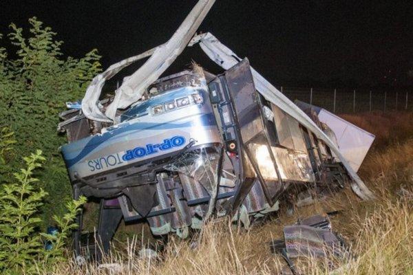 24-07-2013 - Hongrie - Un grave accident de la route d'un car suisse a fait 15 blessés sur l'autoroute entre Vienne et Budapest. Le chauffeur conduisait trop vite.