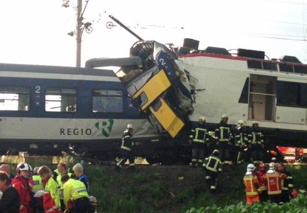 29-07-2013 - Suisse - Une trentaine de blessés après une collision entre deux trains, un des conducteur est déçédé et plusieurs blessés graves.