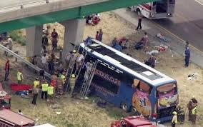 03-08-2012 - Megabus, qui exploite les bus à deux étages, a déclaré le véhicule, fabriqué par la société belge Van Hool, il s'encastre dans un pont en tuant une femme.