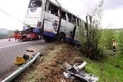 19-10-2010 - Allemagne - Quarante enfants ont été blessés, la plupart légèrement, dans l'accident d'un car scolaire ce matin à Lenting, dans le nord de la Bavière (sud de l'Allemagne)