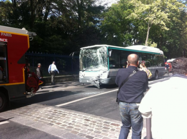 19-09-2012 - Paris - Collision entre deux bus de la RATP, 9 blessés dont 1 grave - Transport & Mobilité Urbaine.