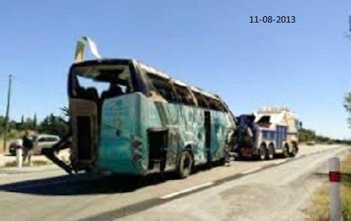 11-08-2013 - Aude - France - L'accident d'un car Eurolines fait 2 morts et plus de 30 blessés (vidéo)  - Après une sortie de route sur l'aut A9 à hauteur de Fitou le car à basculé et glissé en diagonale sur plusieurs mètres avant de tomber et se coucher en contrebas de lautoroute.