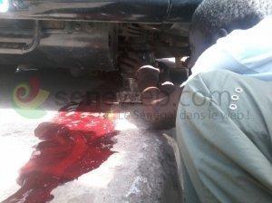 19-08-2013 - Sénégal - L'accident a causé trois morts & 2 blessés graves, à Mbour, le même jour sur ce lieu à Sandiara un car culbute en écrasant une fillette de 5 ans.