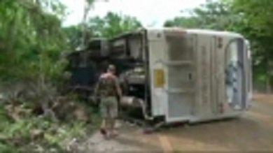 10-08-2013 - Thaïlande - 26 touristes russes blessés en Thaïlande  - 26 touristes russes ont été blessés dont 3 grièvement dans un accident de bus à l'ouest de la Thaïlande, dans le district de Sai Yok.