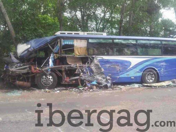 21-08-2013 - Maroc - Six personnes ont été tuées mercredi et 40 autres ont été blessées dans le renversement d'un autocar, à Tnin Chtouka, dans la région d'El Jadida
