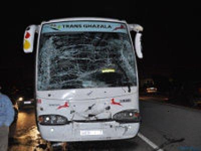 03-07-2013 - Maroc - Deux personnes ont été tuées et 13 autres ont été blessées, dont trois grièvement, dans une collision qui s'est produite dans la nuit de mardi à mercredi, sur l'autoroute reliant Settat à Marrakech.