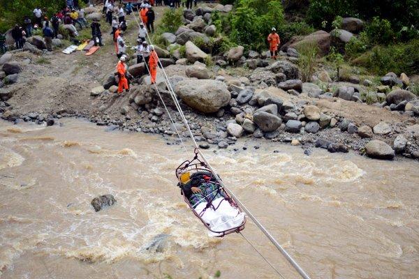 09-09-2013 - Guatemala - Un bus bascule dans un ravin à Saint Martin Jilotepeque - le bilan est lourd, 43 morts et 50 blessés.