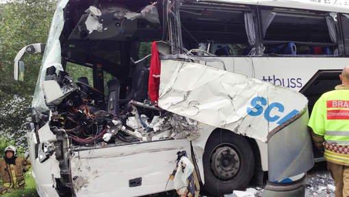 12-08-2013 - Norvège - Collision frontale entre un autocar Suédois et un Norvégien en Norvège: deux morts et plusieurs blessés graves