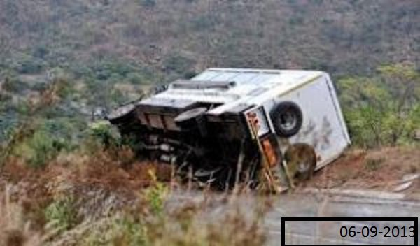 05-09-2013 - Afrique - Un accident de la route fait 27 morts en Afrique du Sud lorsque les freins d'un poid lourd lachent